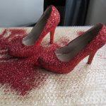 Блестящие кукольные туфли