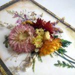 Картина из объемных и плоских сушеных цветов