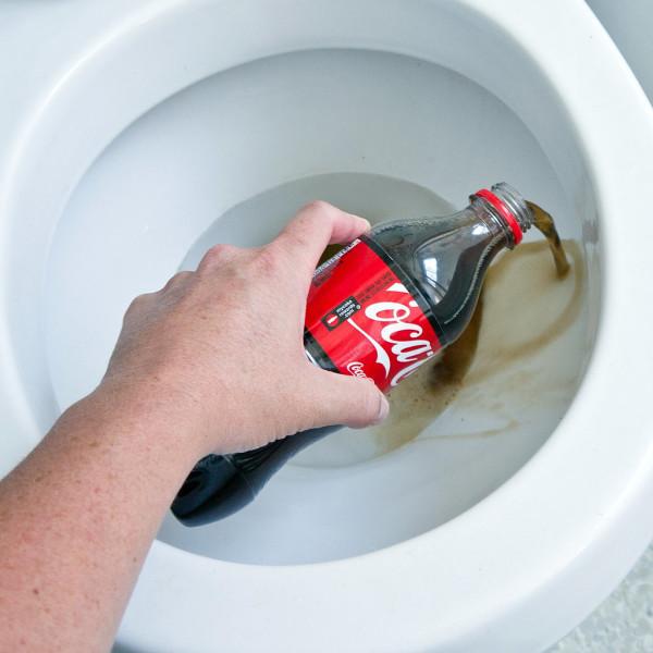 Кока-кола в унитазе