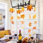 Лампа, украшенная засушенными листьями