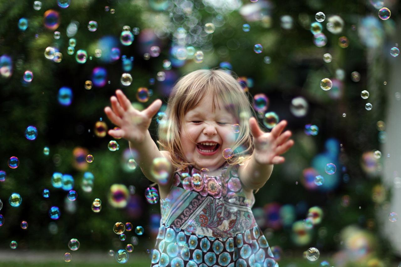 шоколада имеет картинки с мыльными пузырями с детьми дверь фоне светлого