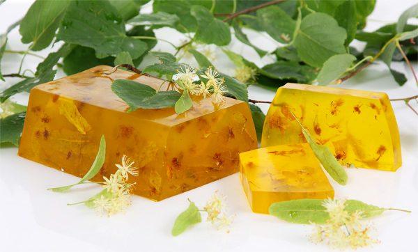 Глицериновое мыло с цветками липы