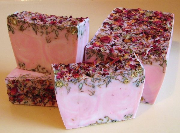 Мыло с лепестками розы