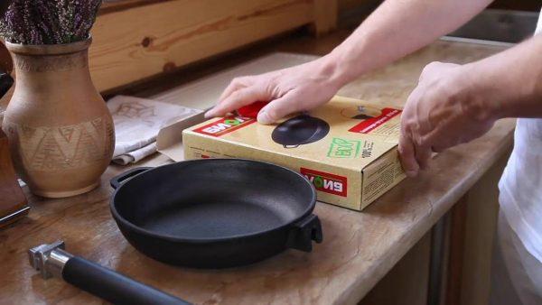 Новая чугунная сковорода
