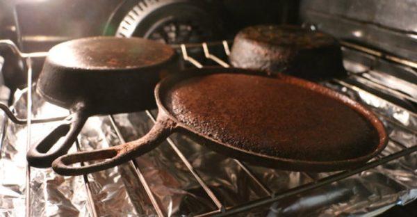 Обжиг чугунных сковородок в духовке