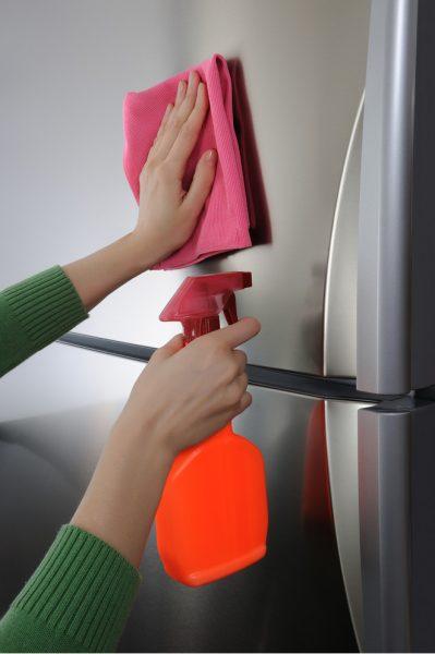 Очистка внешних стенок холодильника