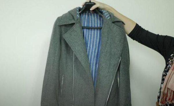 Пальто на плечиках