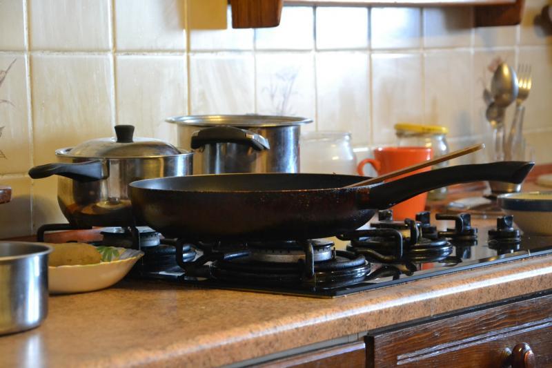 Чистим чисто сковородки всех мастей