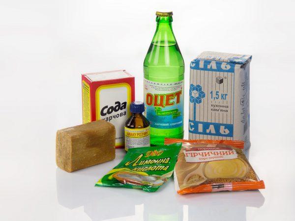 Сода, соль, уксус, хозяйственное мыло и другие средства