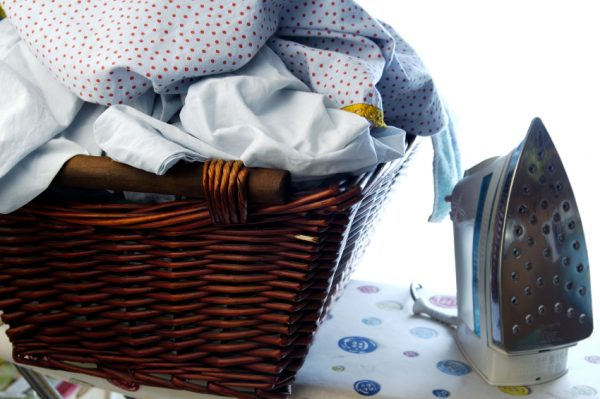 Сортируем одежду перед глажкой