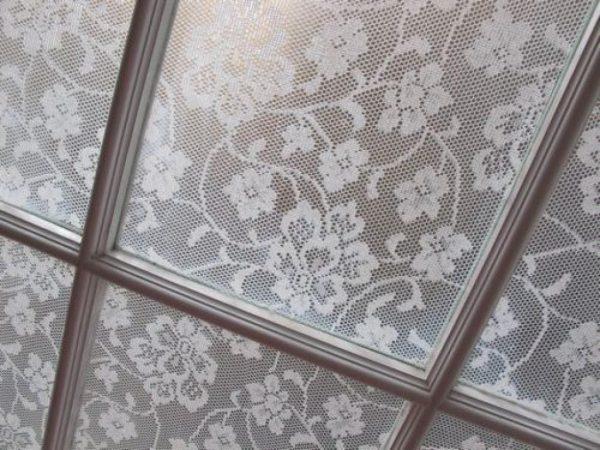 Тюль на стекле