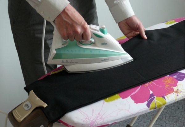 Утюжим обе штанины вместе