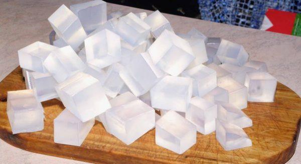 кубики прозрачной мыльной основы