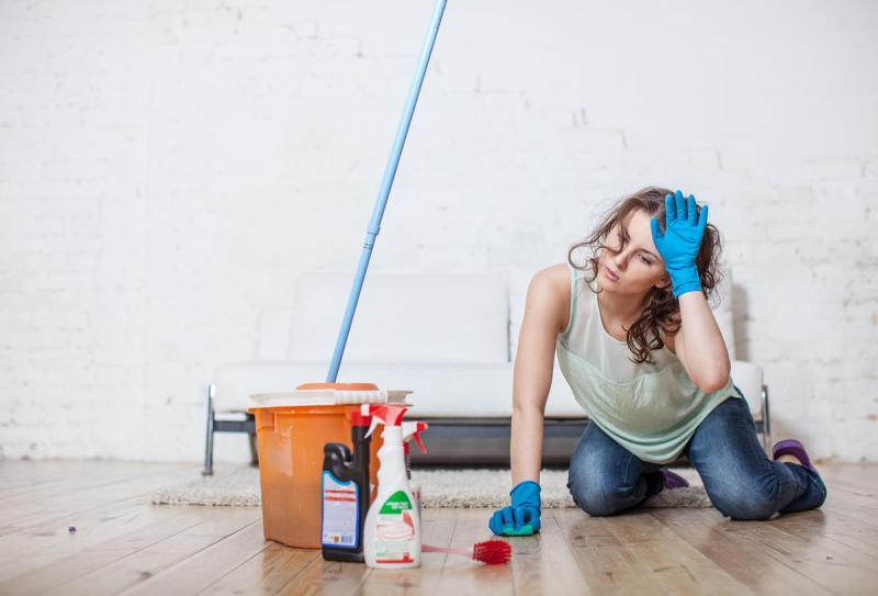 Как правильно мыть полы в доме: каждому покрытию — свой способ и свои средства