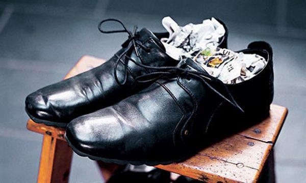 Ботинки набиты газетами