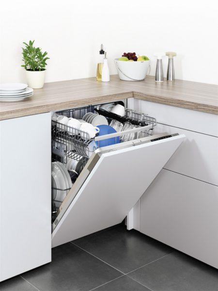 Посудомоечная машина в интерьере кухни