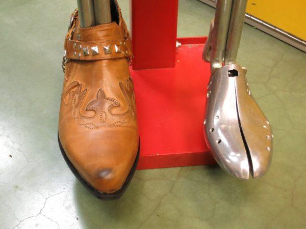 Растягивание обуви на специальном оборудовании