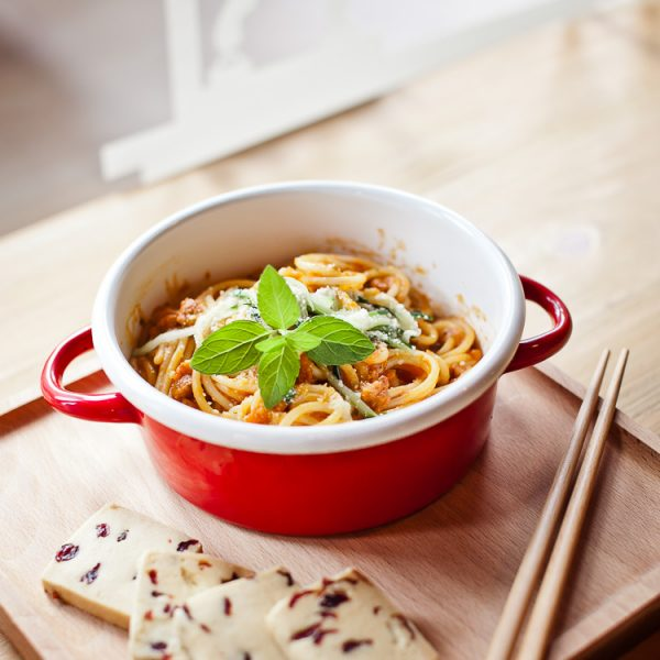 Маленькая кастрюля со спагетти
