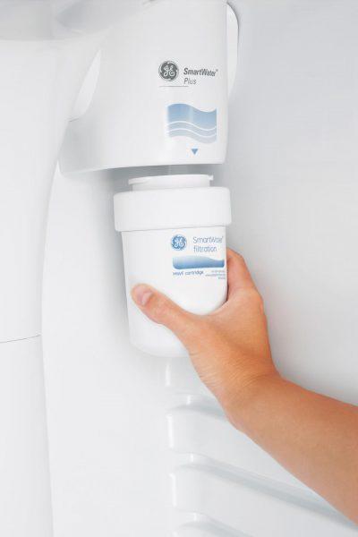 Дезодорирующее устройство в камере холодильника