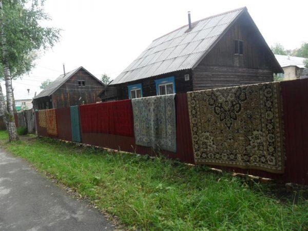 Ковры во дворе