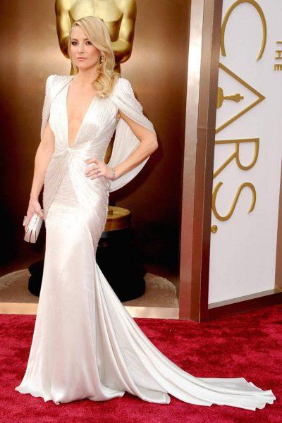 Платье из белого шелка