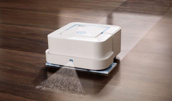 Робот-пылесос производит влажную уборку