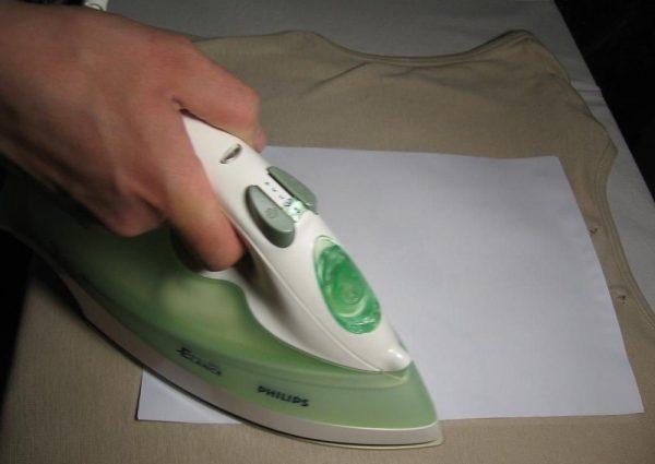 Удаление жвачки с одежды с помощью утюга