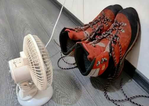 Сушка выстиранной обуви при помощи вентилятора