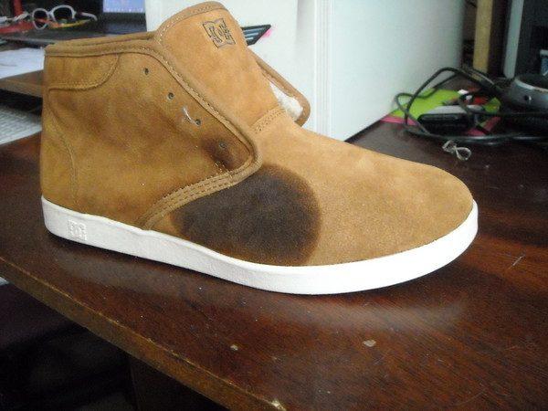 Жирное пятно на замшевой обуви