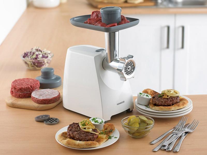Электрическая мясорубка - один из самых необходимых предметов на кухне