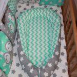 Кокон-гнёздышко, выполненный в одной цветовой гамме с кроваткой новорождённого