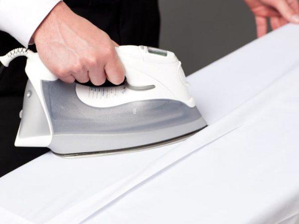 Отутюживание декоративной складки на спинке рубашки