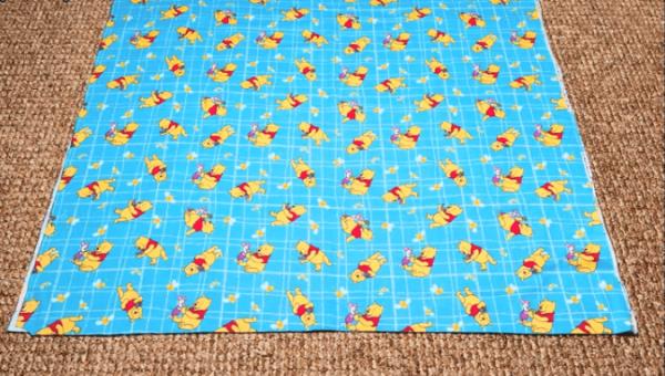 Разметка ткани для будущей стёжки одеяла