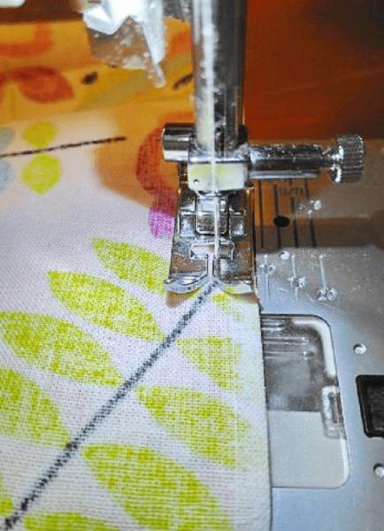 Сшивание деталей на машинке