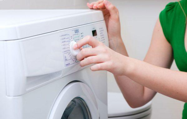 Для чистки подойдёт режим стирки не выше 90 градусов