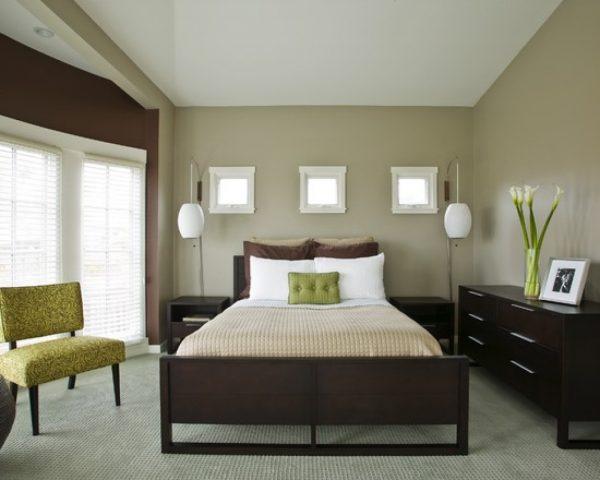 Маленькая спальня с контрастными стенами