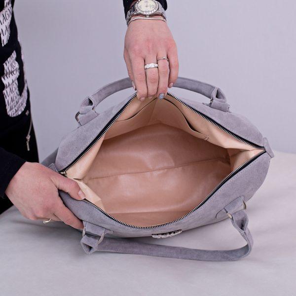 Пустая замшевая сумка