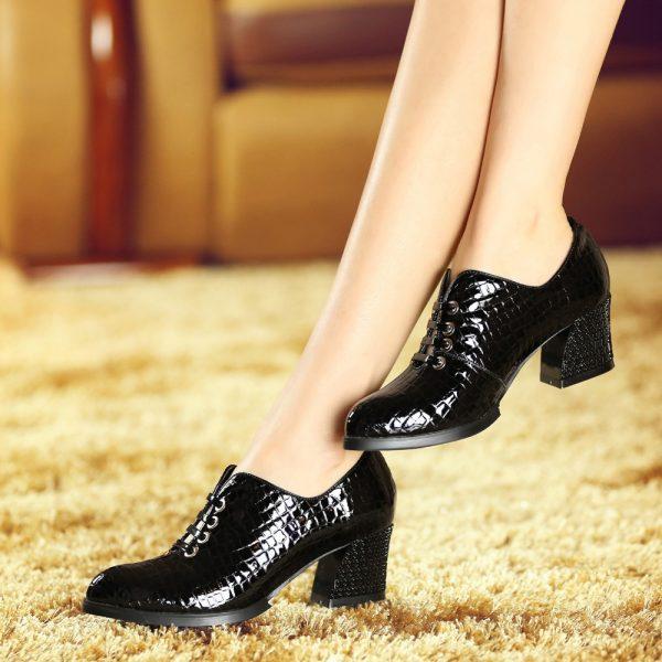 Лакированные туфли чёрного цвета