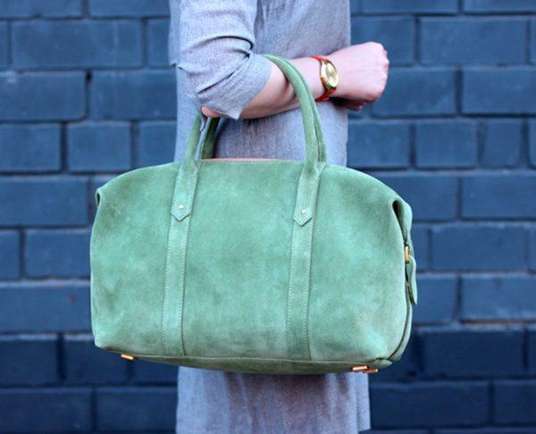 Светло-зелёная замшевая сумка