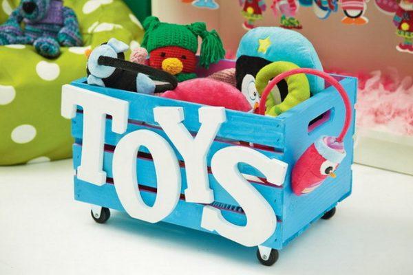 Коробка с мягкими игрушками
