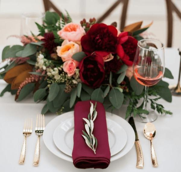 Декор стола цветами