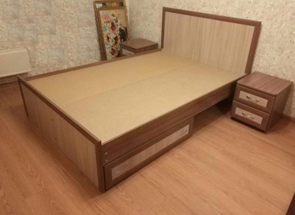 Сплошное основание у кровати