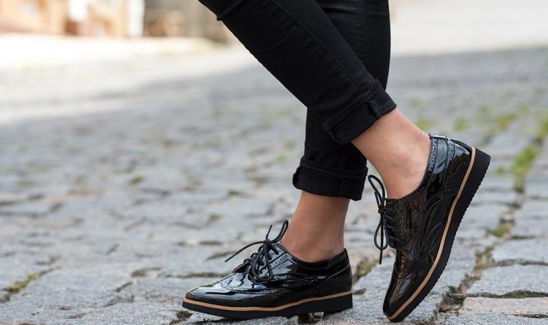 Как убрать царапины с лакированной обуви восстанавливаем лаковые туфли