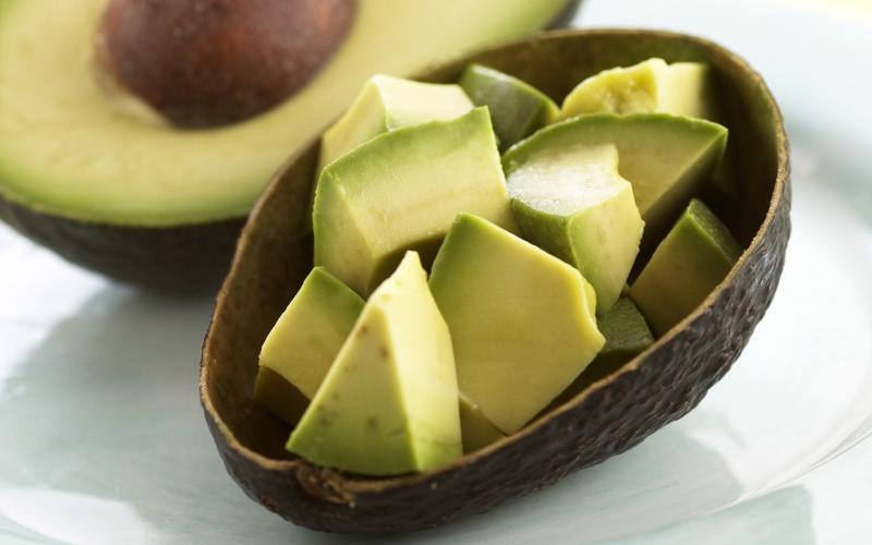 Как очистить авокадо: пошаговые инструкции