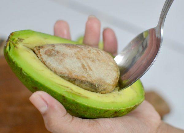 Удаление косточки авокадо