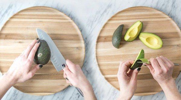 Очистка авокадо для нарезки ломтиками