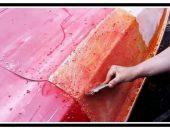Удаляем старую автомобильную краску смывкой и металлической щёткой