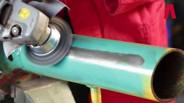 Чистка краски кордщёткой