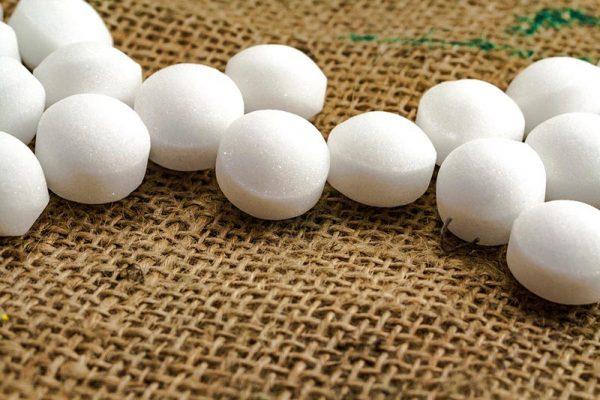 Нафталиновые шарики