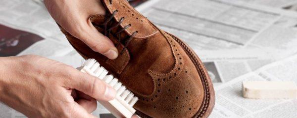 Предварительная чистка замшевой обуви